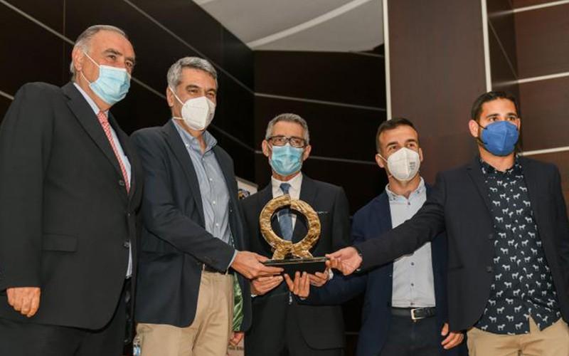 """COLORONDA segundo Alfa de Oro consecutivo con """"GRAVITEC Magnetic Coating"""""""